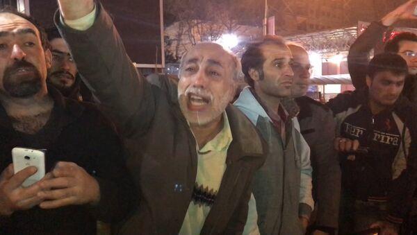 Тысячи иранцев вышли на улицы Тегерана после известия о смерти экс-президента - Sputnik Латвия