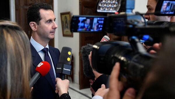 Президент Сирии Башар Аль-Асад во время интервью с журналистам в Дамаске - Sputnik Latvija
