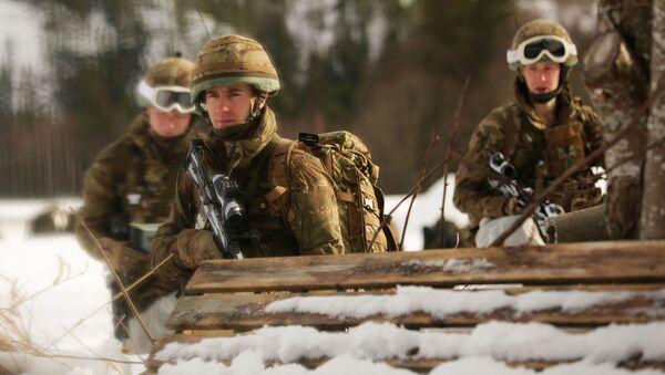 Военные во время учений - Sputnik Латвия