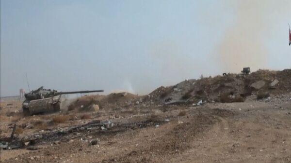 Наступление сирийской армии на боевиков в пригороде Дамаска. Кадры боев - Sputnik Латвия