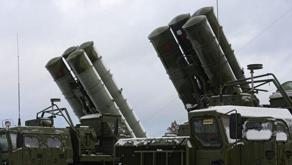 ЗРС С-400 Триумф заступила на боевое дежурство - Sputnik Латвия