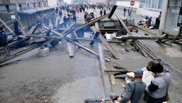 Баррикады в Риге, архивное фото 1991 года - Sputnik Латвия