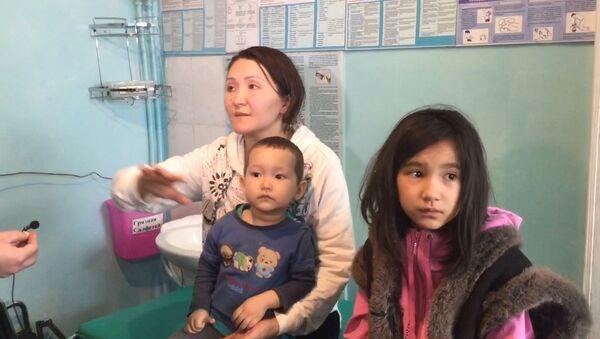 Прикрывала сына рукой, когда рушился дом, — пострадавшая при авиакатастрофе - Sputnik Латвия