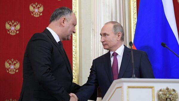 Встреча президента РФ Владимира Путина с президентом Молдовы Игорем Додоном в Кремле - Sputnik Латвия
