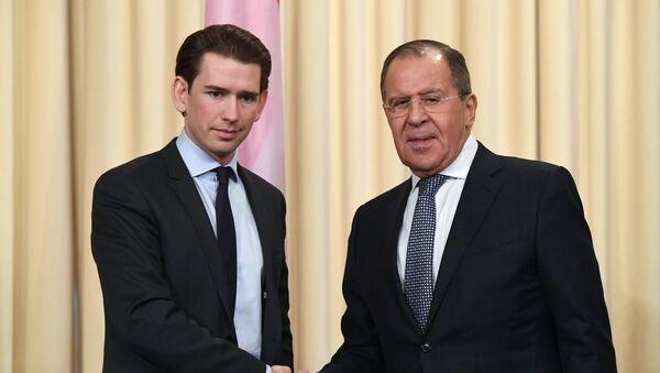 Министр иностранных дел РФ Сергей Лавров (справа) и Федеральный министр Европы, интеграции и иностранных дел Австрии Себастьян Курц - Sputnik Латвия