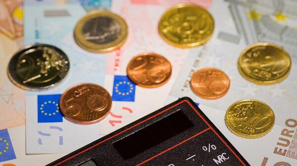 Евро и калькулятор - Sputnik Latvija