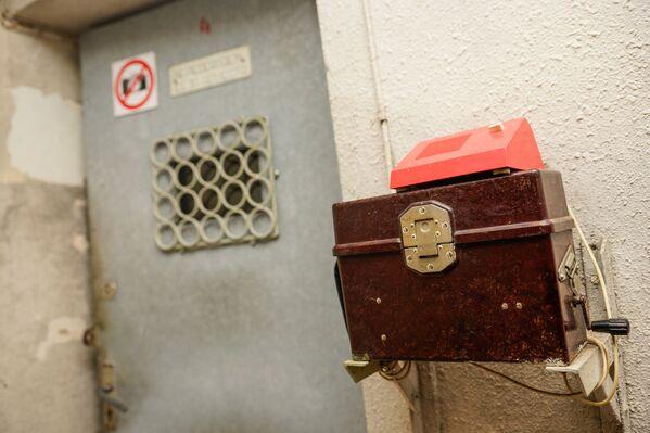 Кодовая дверь на входе в бункер - Sputnik Латвия