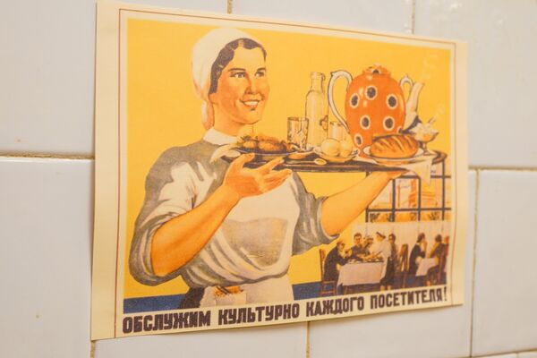 Плакат в пищеблоке советского бункера - Sputnik Латвия
