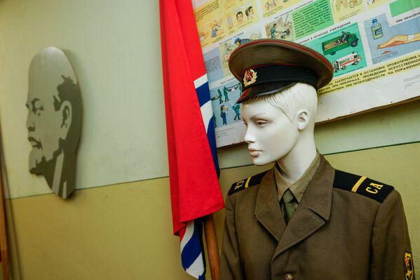 Манекен в форме солдата Советской армии - Sputnik Латвия
