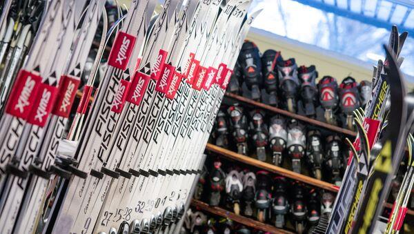 Лыжи и лыжные ботинки напрокат - Sputnik Латвия