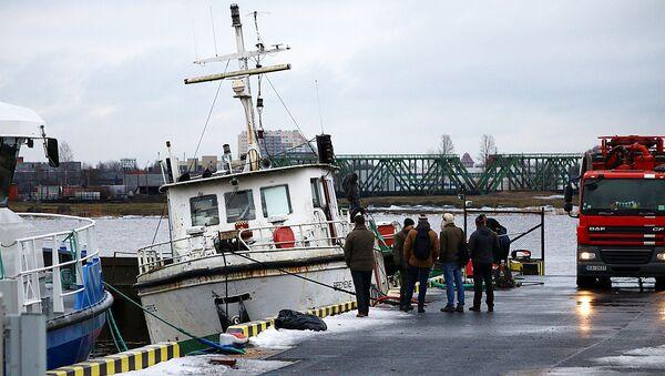 Ārkārtas notikums Daugavā: nogrimis kuģītis Bremene - Sputnik Latvija