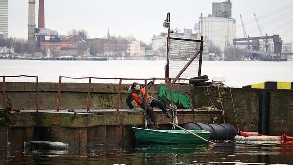 Glābējs laivā - Sputnik Latvija