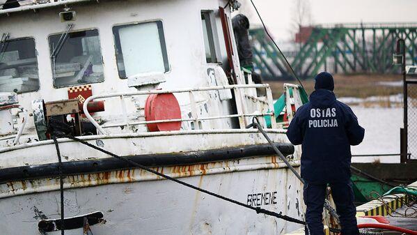 Notikuma vietu aplūko ostas policija - Sputnik Latvija