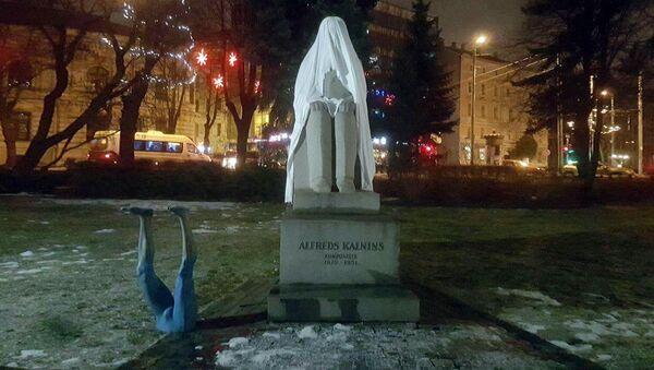 Памятник Альфреду Калниньшу в Риге - Sputnik Латвия