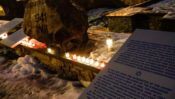 В Международный день памяти жертв Холокоста у Мемориала Большой хоральной синагоги - Sputnik Латвия