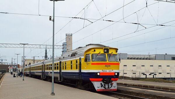 Электропоезд на станции Рига-пассажирская - Sputnik Latvija