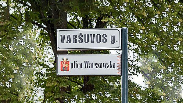 Plāksnīte divās valodās Varšavas ielā Lietuvā - Sputnik Latvija
