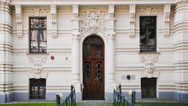 Фасад здания Высшей Стокгольмской школы экономики в Риге - Sputnik Латвия