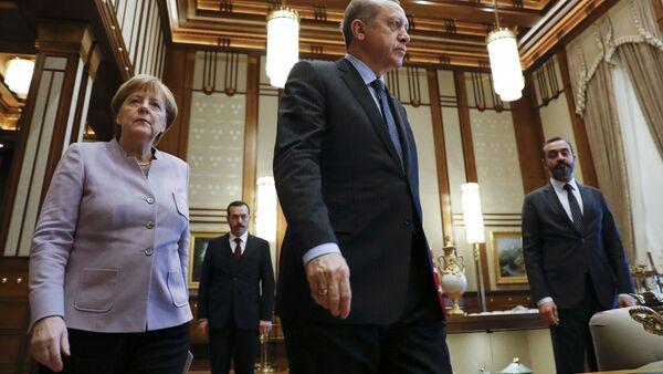 Ankarā notiek Merkeles un Erdogana tikšanās - Sputnik Latvija