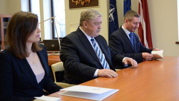 Посол РФ в Латвии Евгений Лукьянов встретился с министром иностранных дел Эдгарсом Ринкевичем - Sputnik Latvija