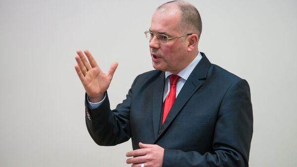 Во время дебатов евродепутату дается всего лишь одна минута, и за это время приходится быть очень и очень убедительным - Sputnik Латвия