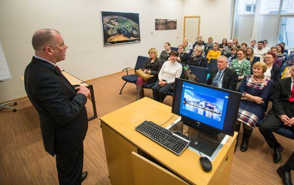 Встречи с избирателями – важная часть работы любого евродепутата - Sputnik Латвия