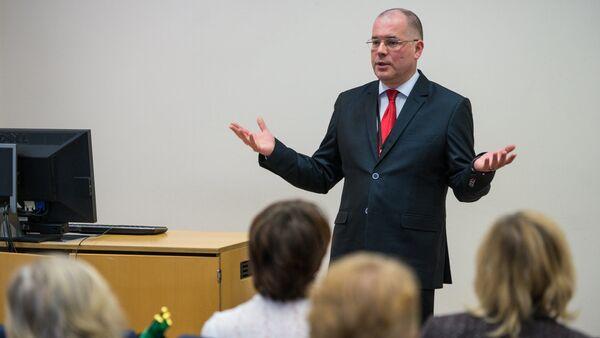 Мамыкин в Парламенте: иногда приходится объяснять на пальцах - Sputnik Латвия