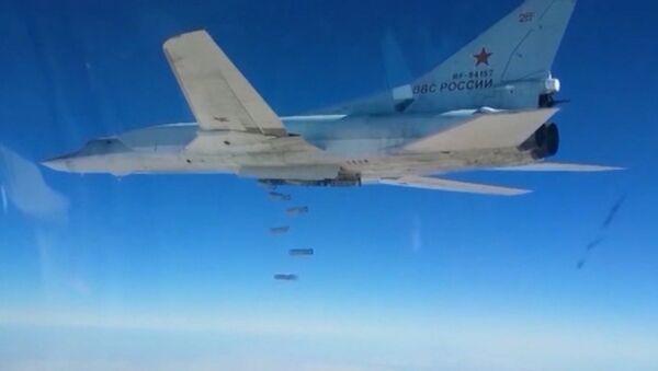 Krievijas bumbvedēju uzbrukums kaujinieku noliktavām Sīrijā - Sputnik Latvija