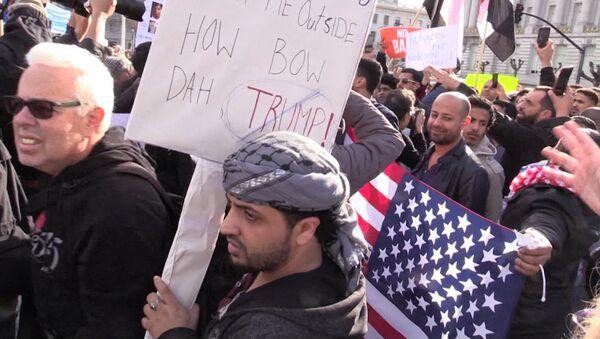 Демонстрации в США против указа Трампа о защите от терроризма - Sputnik Латвия