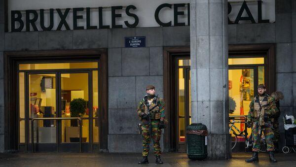 Бельгийские военные патрулируют центральный вокзал Брюсселя - Sputnik Latvija