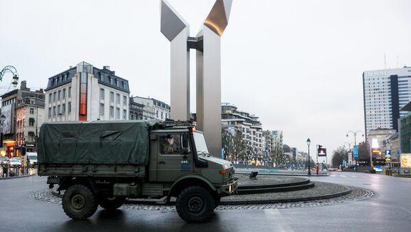 Военный грузовик на улице Брюсселя - Sputnik Latvija