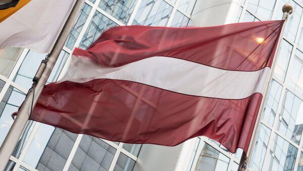 Флаг Латвии у Европарламента - Sputnik Латвия
