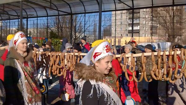 В Калининграде сварили праздничную колбасу длиной 330 метров - Sputnik Латвия