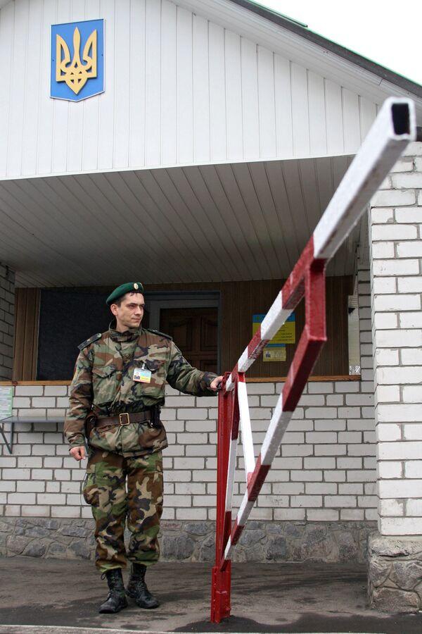 На международном пограничном автомобильном пункте пропуска Гоптивка - Sputnik Латвия