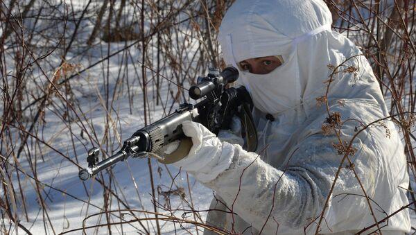 Снайпер во время учений батальона морской пехоты - Sputnik Latvija