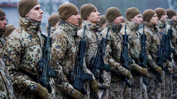 Солдаты Латвийской армии в строю - Sputnik Латвия