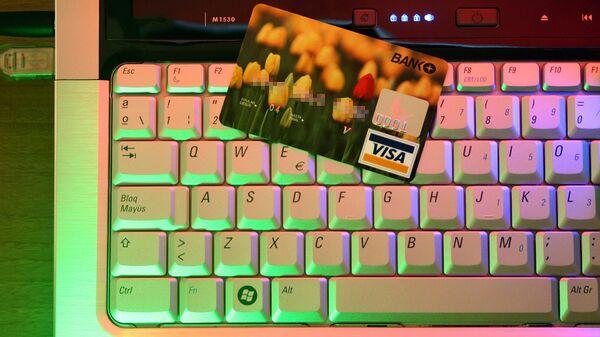 Банковская карта на клавиатуре - Sputnik Latvija