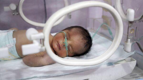 Новорожденный в родильном доме - Sputnik Латвия