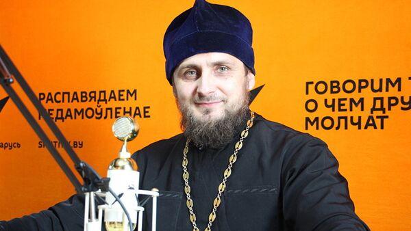 Настоятель православного прихода в честь святого Николая Японского отец Павел Сердюк - Sputnik Латвия