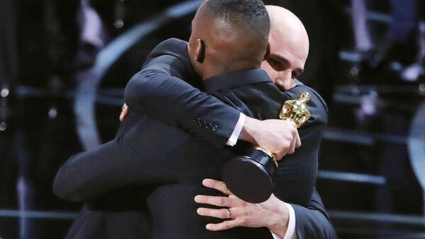 89-й церемония вручения наград премии Оскар, на фото: Махершалалхашбаз Али и Бэрри Дженкинс - Sputnik Latvija