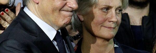 Франсуа Фийон со своей супругой Пенелопой - Sputnik Латвия