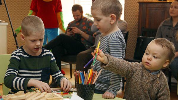 Дискуссия о детской еде - Sputnik Латвия
