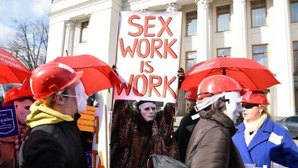 Mītiņa dalībnieki Kijevā pieprasa atcelt sodus par prostitūciju - Sputnik Latvija