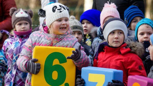 Дети учат тюленей считать - Sputnik Латвия