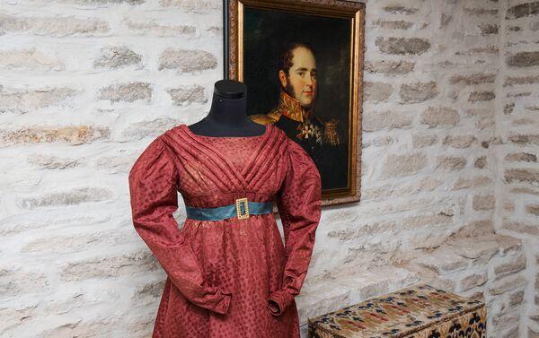 Вечернее платье отделанное объемными деталями в виде комет. Россия 1820 - Sputnik Латвия