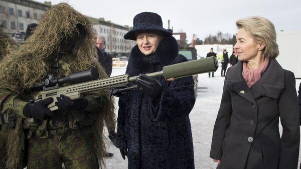 Vācijas aizsardzības ministre Urzula fon der Leiena un Lietuvas prezidente Daļa Grībauskaite - Sputnik Latvija