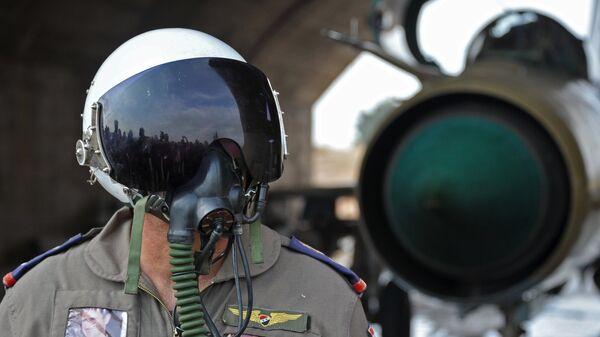 Sīrijas lidotājs Hamas aviācijas bāzē. Foto no arhīva - Sputnik Latvija