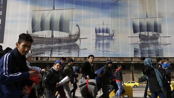 Мигранты в Афинском порту - Sputnik Латвия