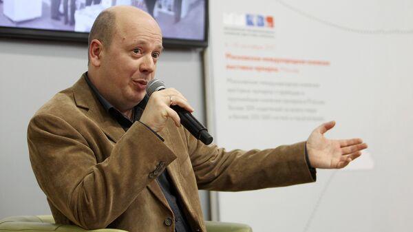 Писатель Слава Сэ встречается с читателями на Латвийской книжной ярмарке - Sputnik Латвия