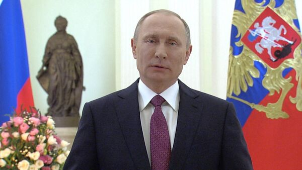 Sieviete – mūsu acu prieks: Putins apsveic sievietes 8. martā - Sputnik Latvija